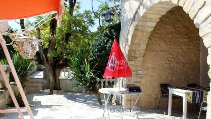 Maison sur domaine de de 390 m2 - GARD - La Roque sur Cèze (Village classé)