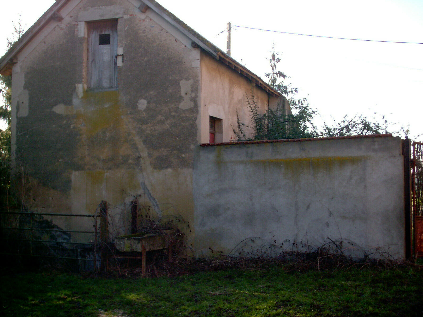 French Fermette, 2 houses for renovation, and 6 hectares of land.
