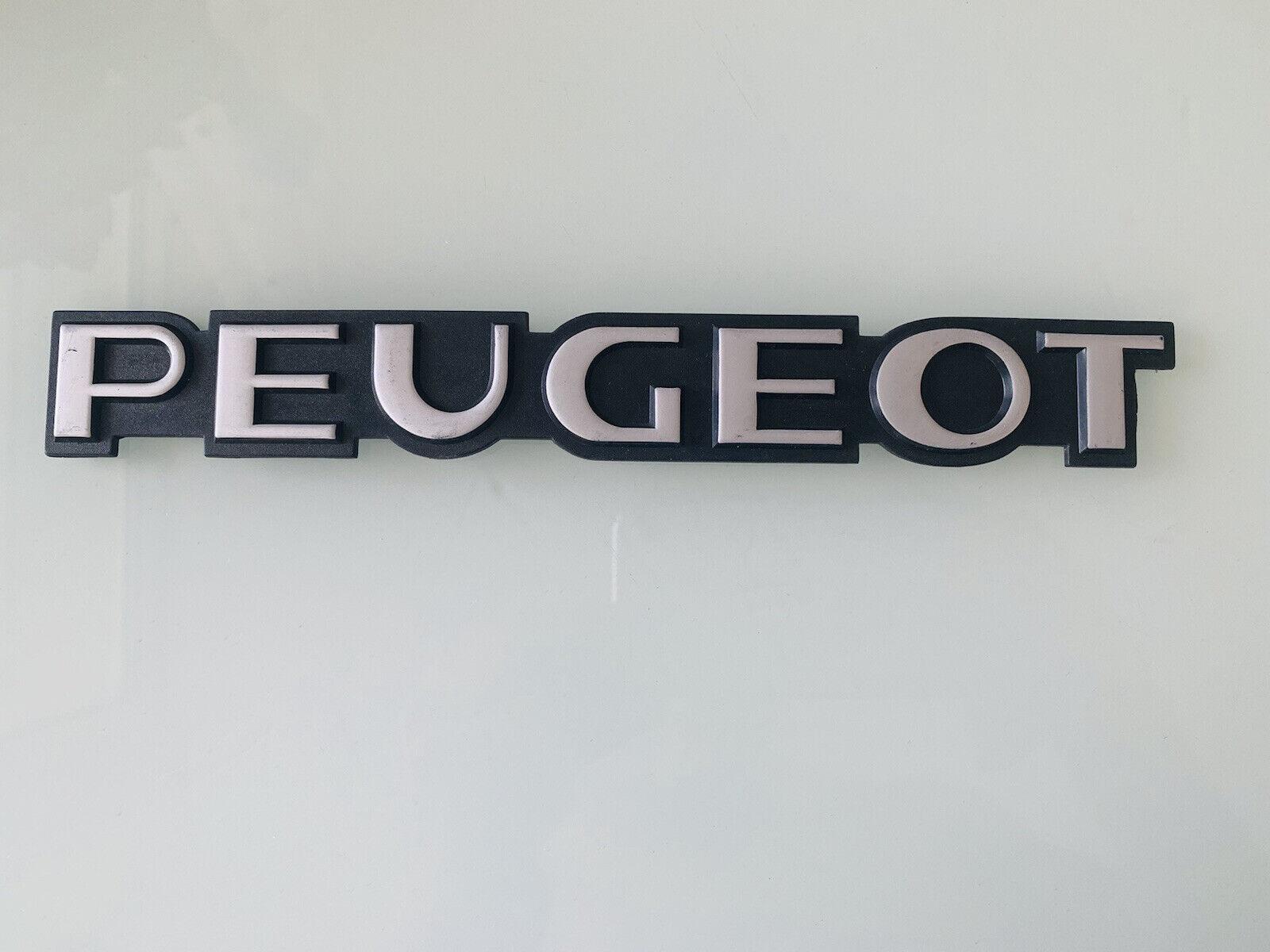 Ancien sigle Peugeot Tres Bonne Etat