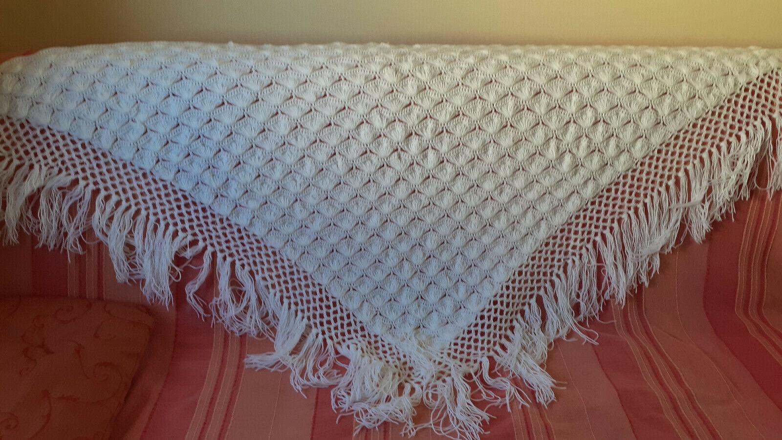 Grand Châle blanc fait crochet