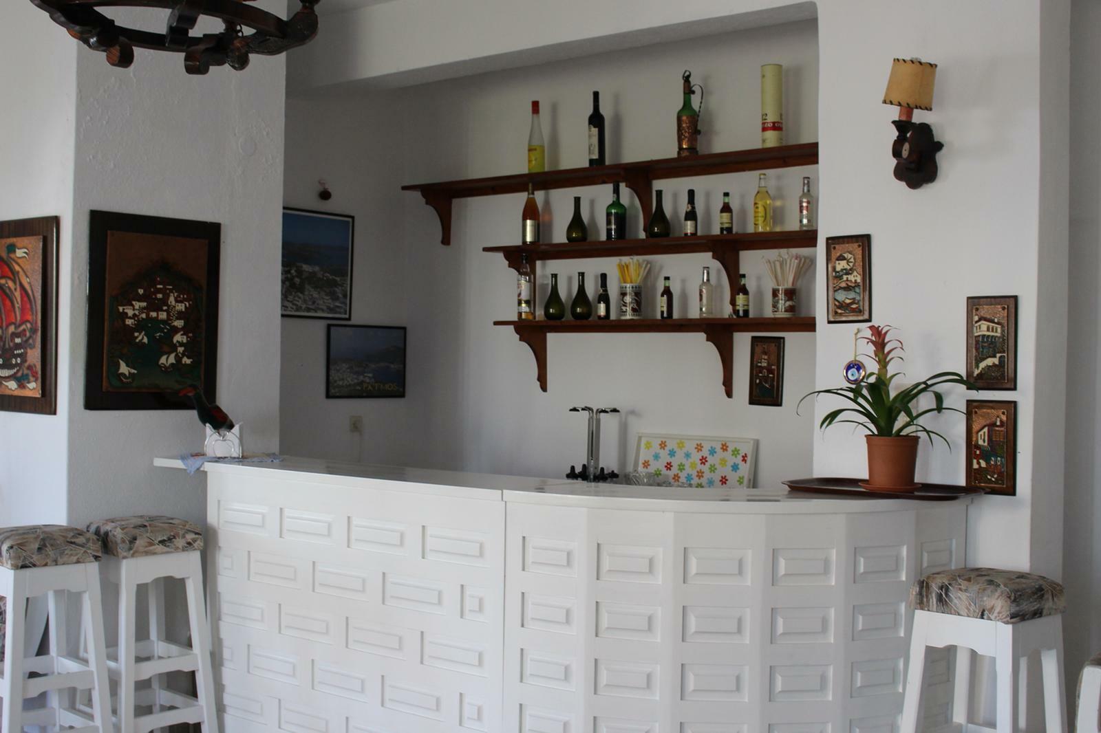 PROPRIETAIRE VEND HOTEL 18 CHAMBRES DANS L'ILE DE PATMOS DODECANESE GRECE  Terra