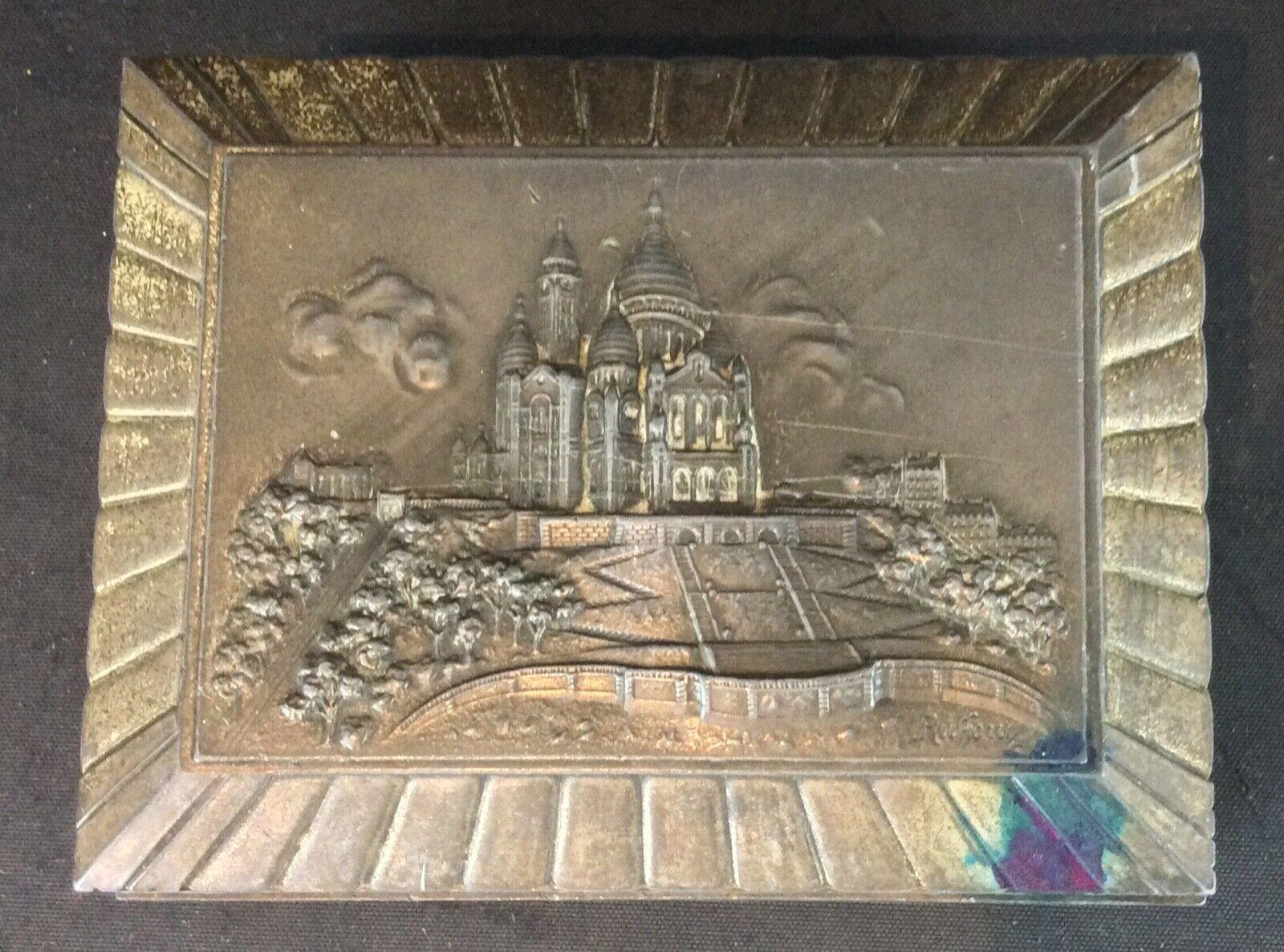 Art déco ancienne boite à bijoux bas relief 'Montmartre' Signé Ruffony