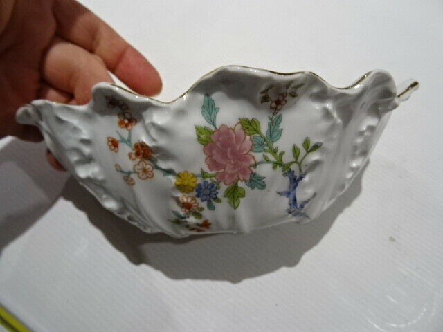 pièce de service de table (saucière) porcelaine Limoges décor fleuri lanternier