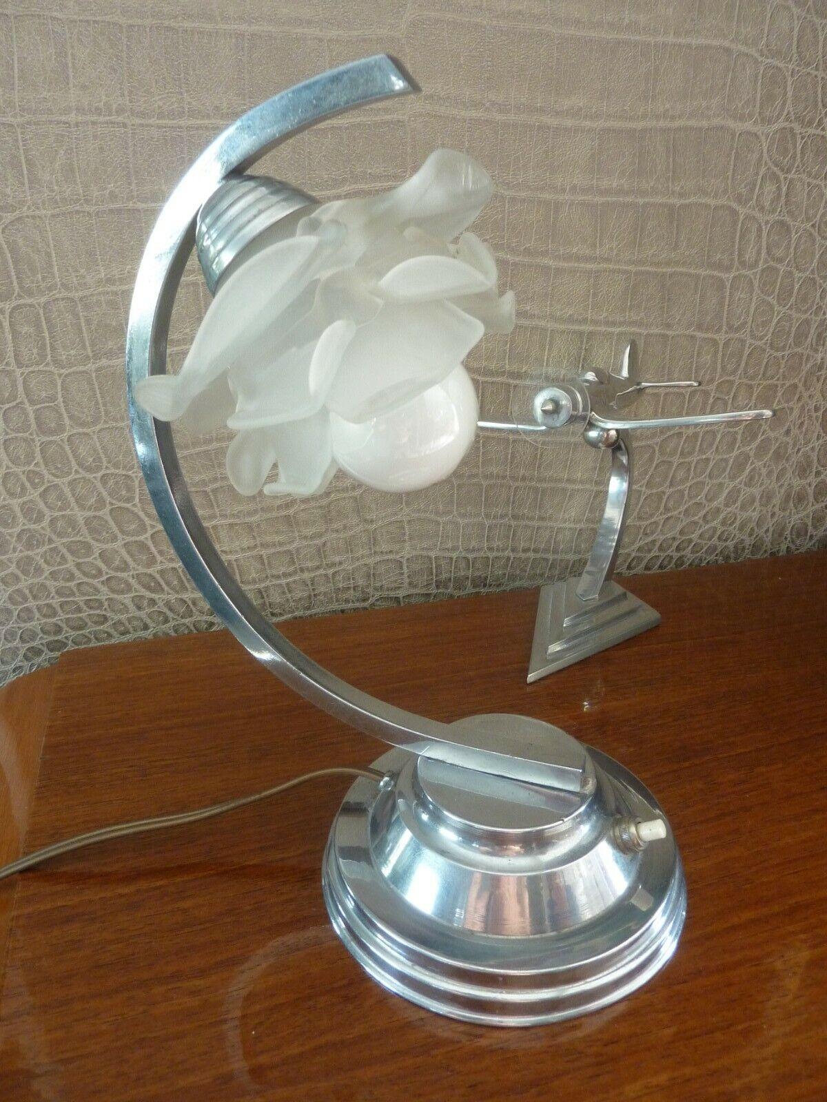 Jolie lampe art-déco moderniste : pied chromé, tulipe en forme de rose